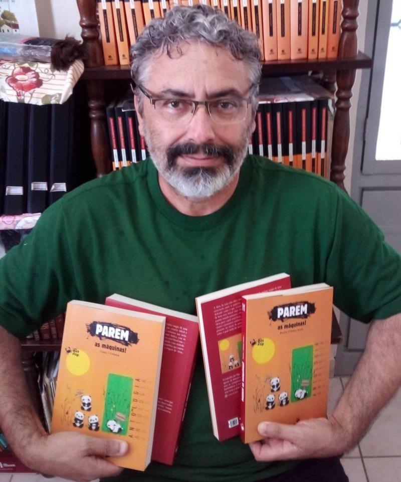 Articulista do Jornal da Região brilha na Literatura