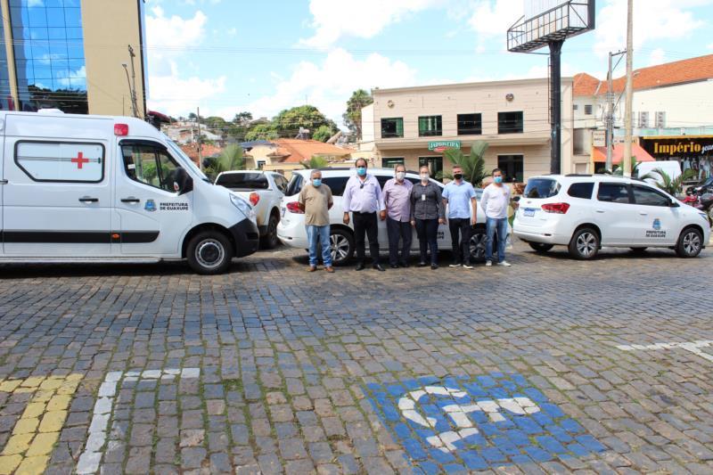 Prefeitura entrega veículos que serão utilizados pelas secretarias de saúde e obras em Guaxupé
