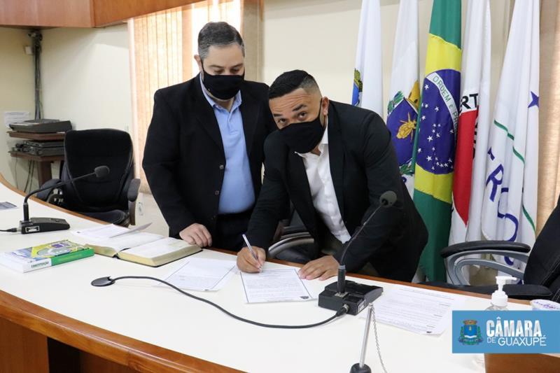 Evinho toma posse como vereador na Câmara de Guaxupé