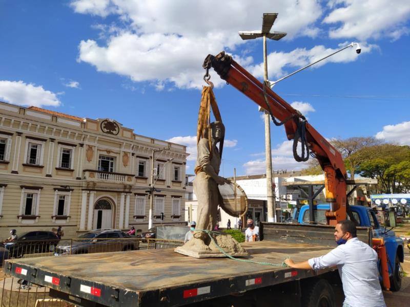 """""""Nicanor"""" é retirado da Conde Ribeiro do Valle para ser revitalizado"""